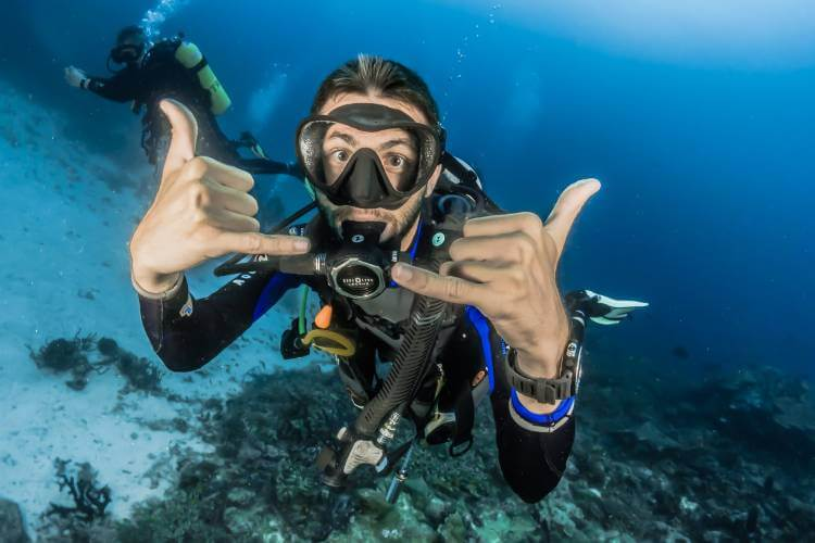 how many calories does scuba diving burn