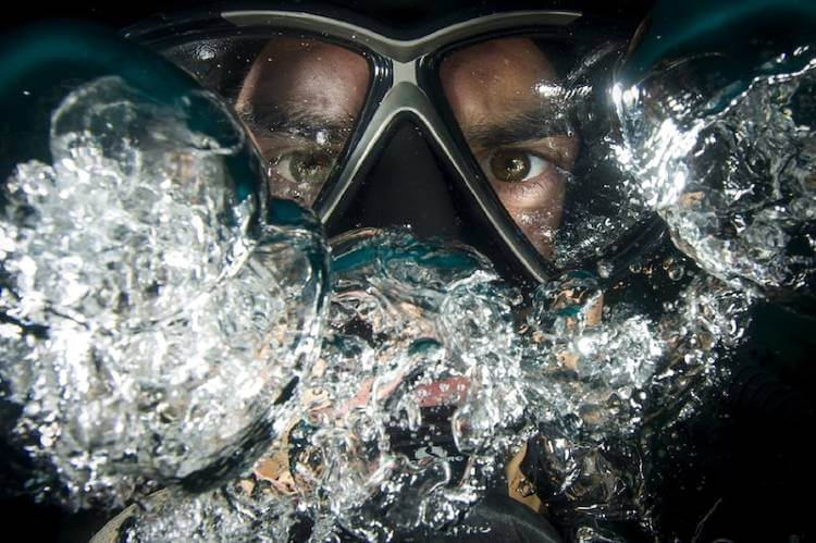 diving with contact lenses