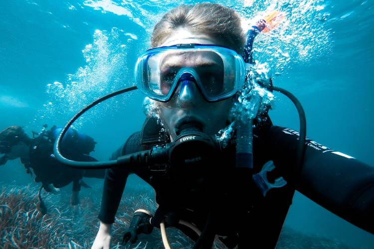 scuba diving with glasses