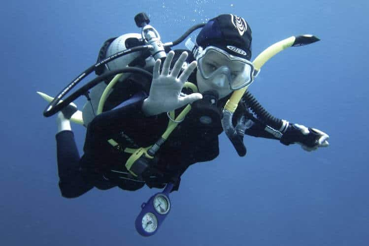 can 8 year old scuba dive