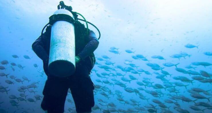 achieve neutral buoyancy