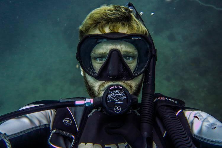 best scuba mask for facial hair